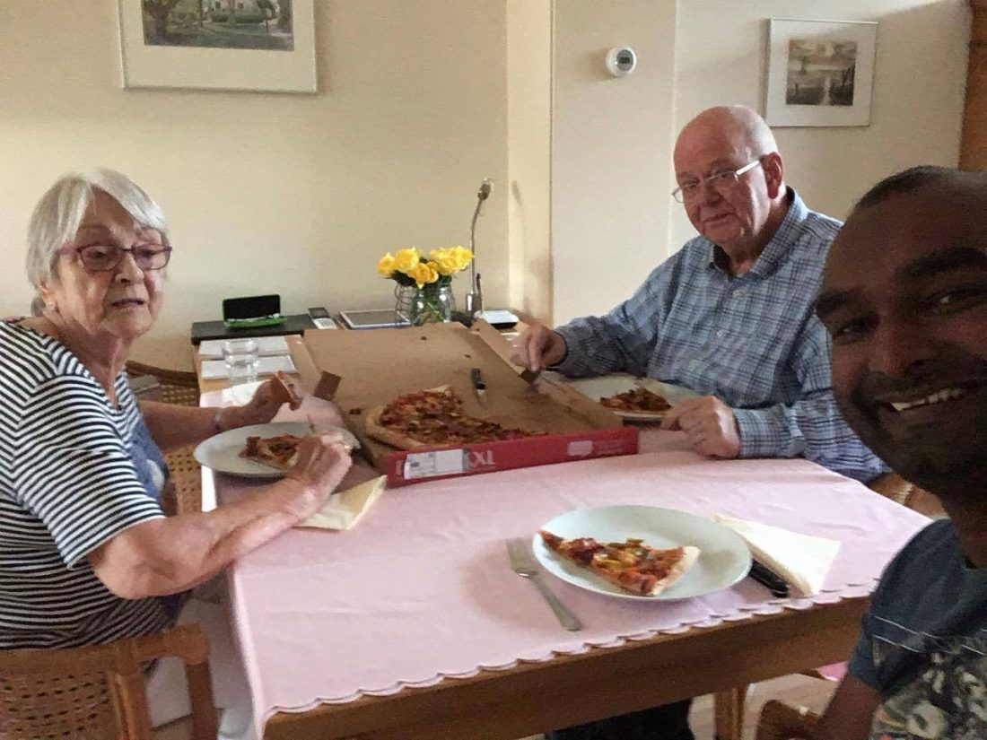 74ste verjaardag van Pa eten we een pizza.