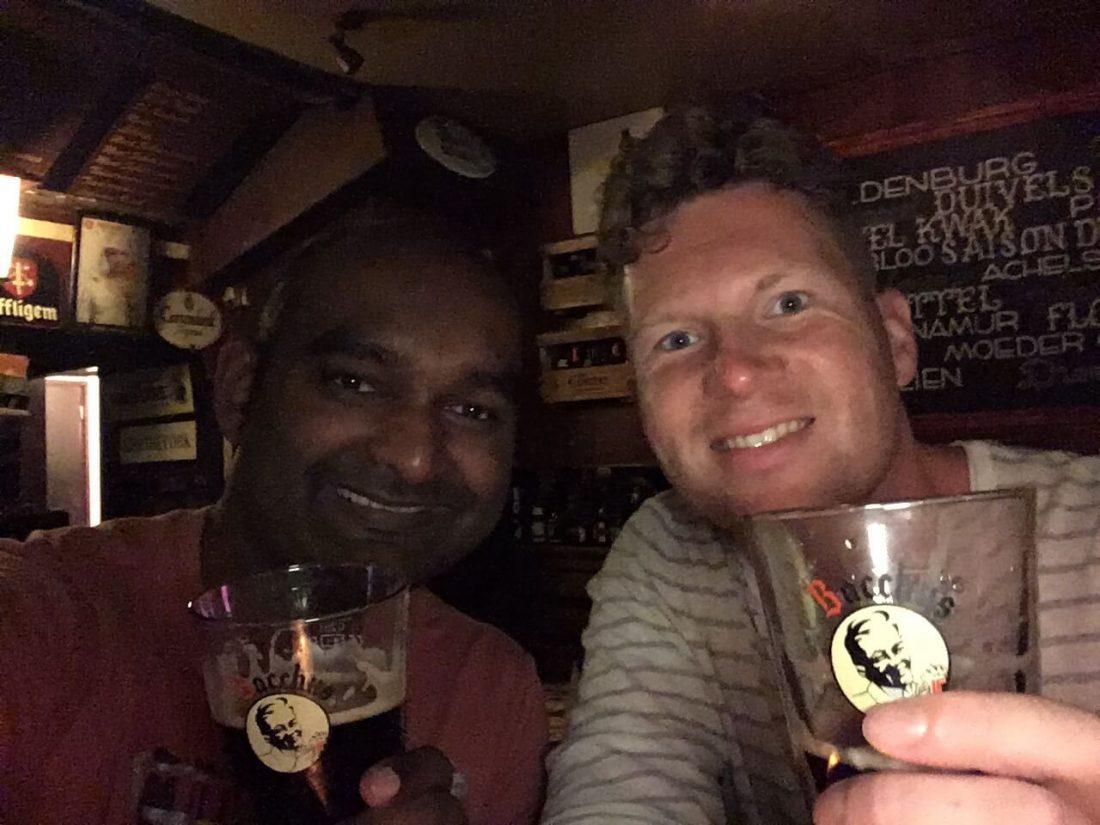 Belgisch biertje drinken in Amsterdam.