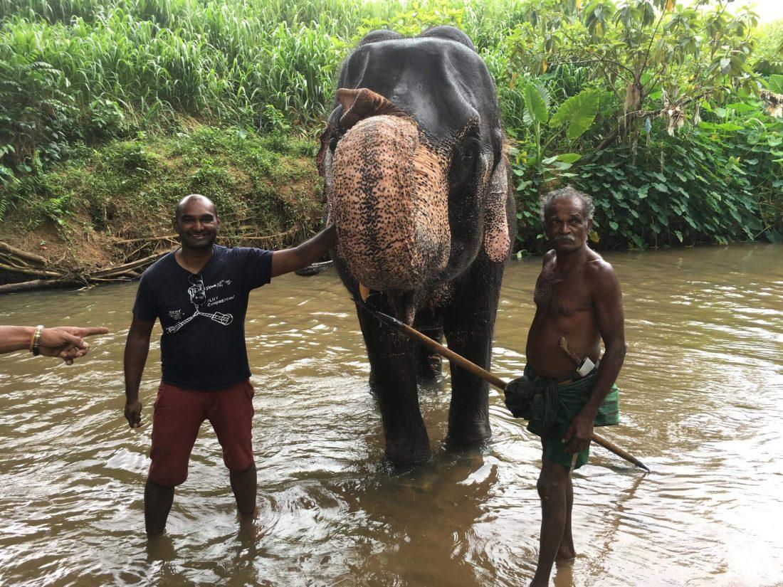 Met de olifant op de foto.