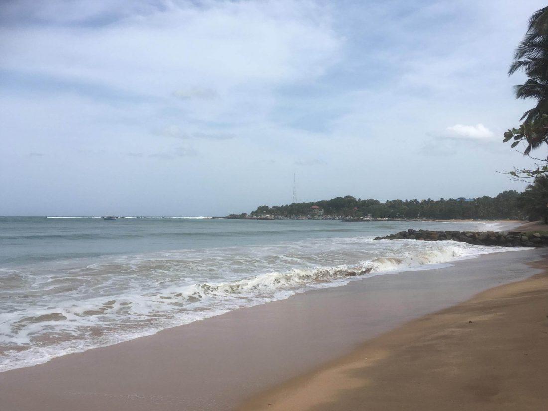 De zee van Tangalle, hier is ook de Tsunami geweest.