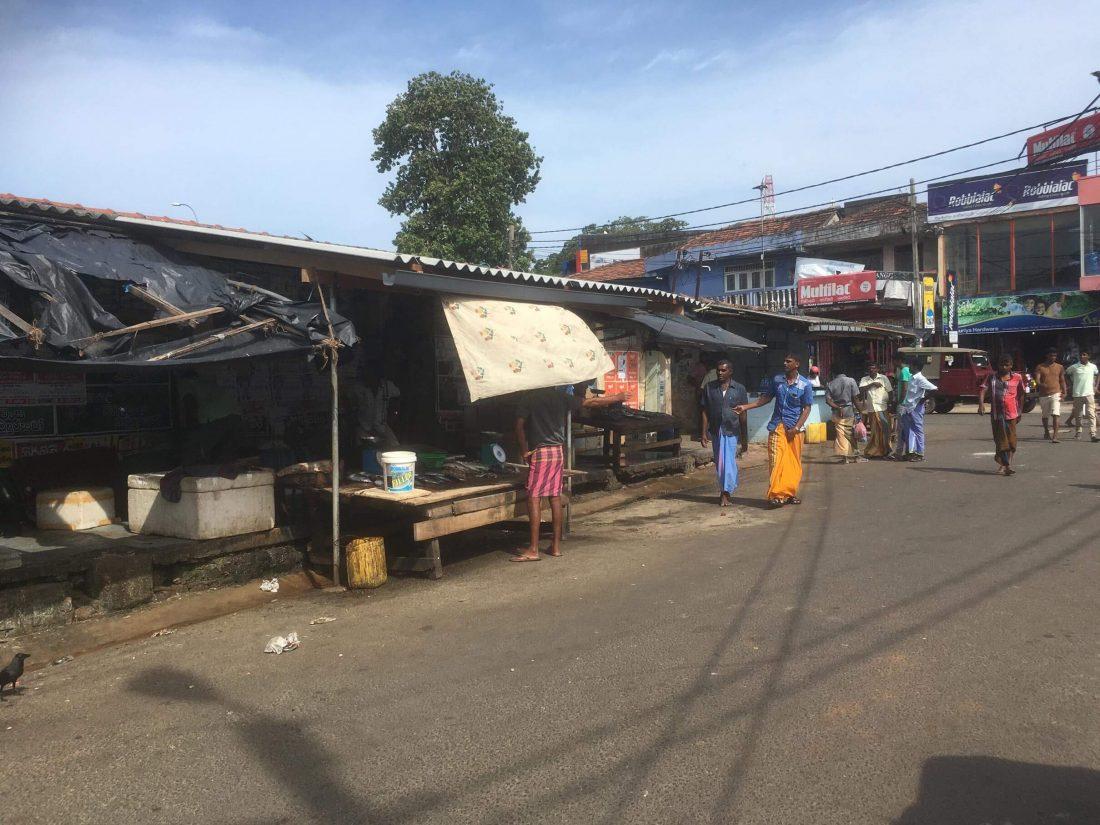 De markt waar het enorm stonk van de vis.
