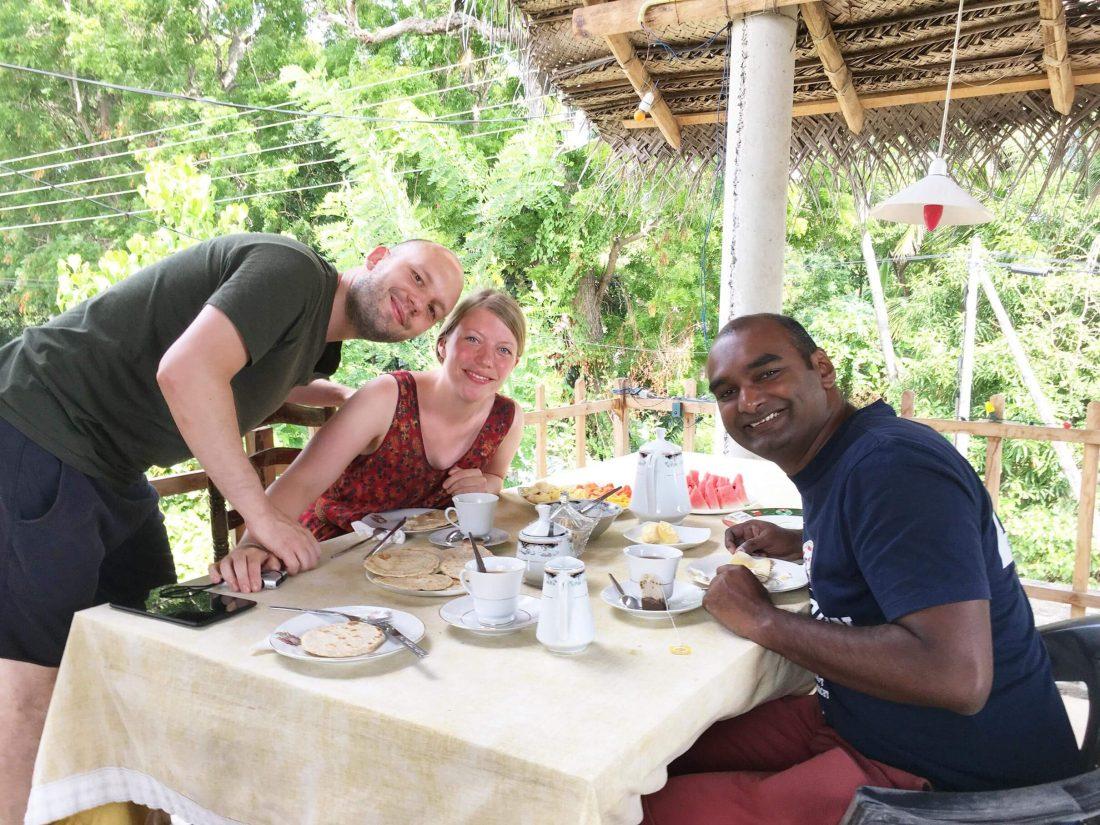 Sri Lankaans ontbijten met Markus en Miriam uit Berlijn.