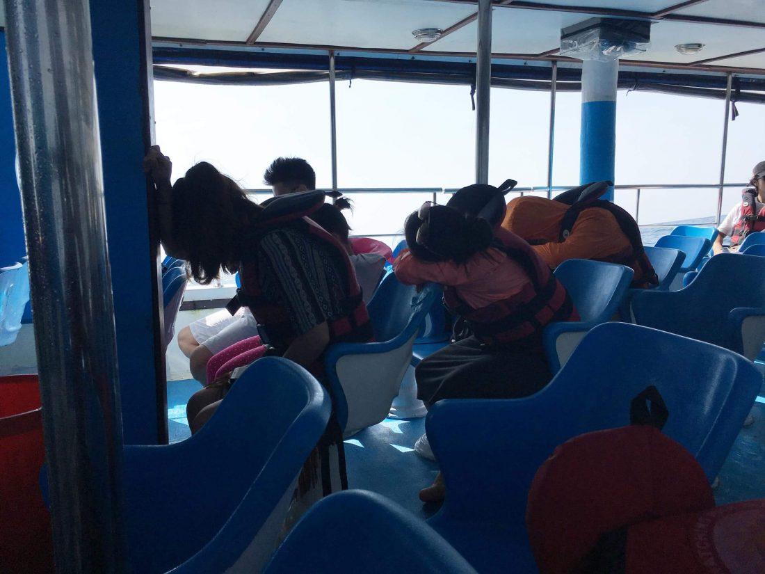 Alle chinezen hadden geen top uitje, maar waren zeeziek.